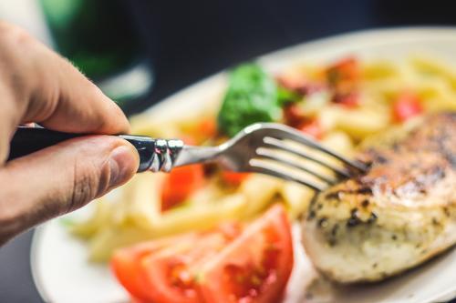 1024food-restaurant-hand-dinner